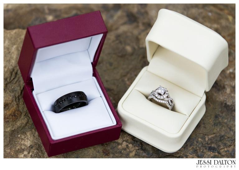 Jessi-Dalton-Photography-Della-Terra-Mountain-Chatuea-Lace-And-Lilies-Colorado-Mountain-Wedding_0006