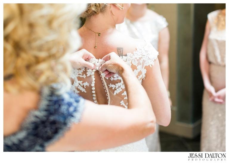 Jessi-Dalton-Photography-Della-Terra-Mountain-Chatuea-Lace-And-Lilies-Colorado-Mountain-Wedding_0012