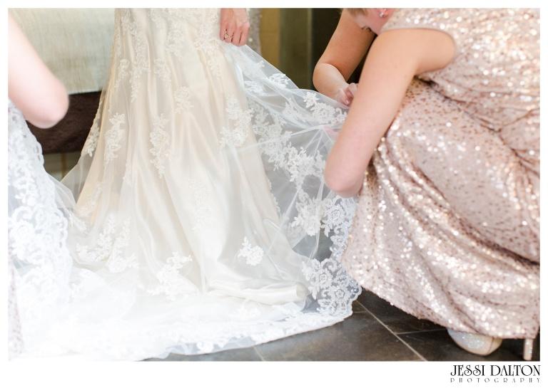 Jessi-Dalton-Photography-Della-Terra-Mountain-Chatuea-Lace-And-Lilies-Colorado-Mountain-Wedding_0014