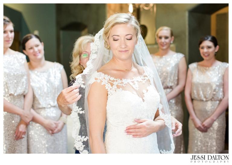 Jessi-Dalton-Photography-Della-Terra-Mountain-Chatuea-Lace-And-Lilies-Colorado-Mountain-Wedding_0016