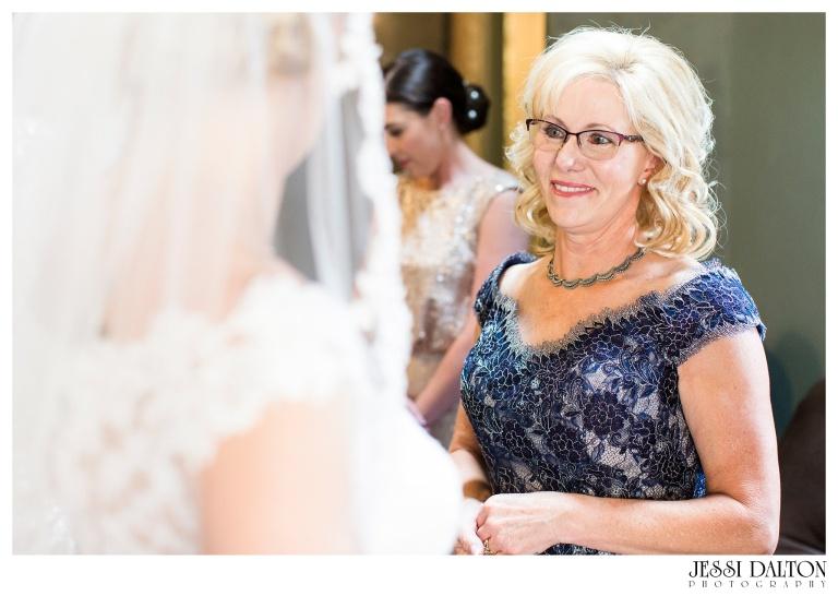 Jessi-Dalton-Photography-Della-Terra-Mountain-Chatuea-Lace-And-Lilies-Colorado-Mountain-Wedding_0017