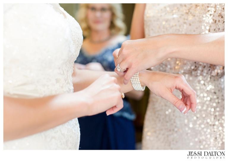 Jessi-Dalton-Photography-Della-Terra-Mountain-Chatuea-Lace-And-Lilies-Colorado-Mountain-Wedding_0018
