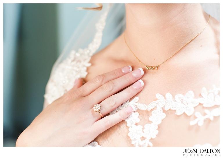 Jessi-Dalton-Photography-Della-Terra-Mountain-Chatuea-Lace-And-Lilies-Colorado-Mountain-Wedding_0020