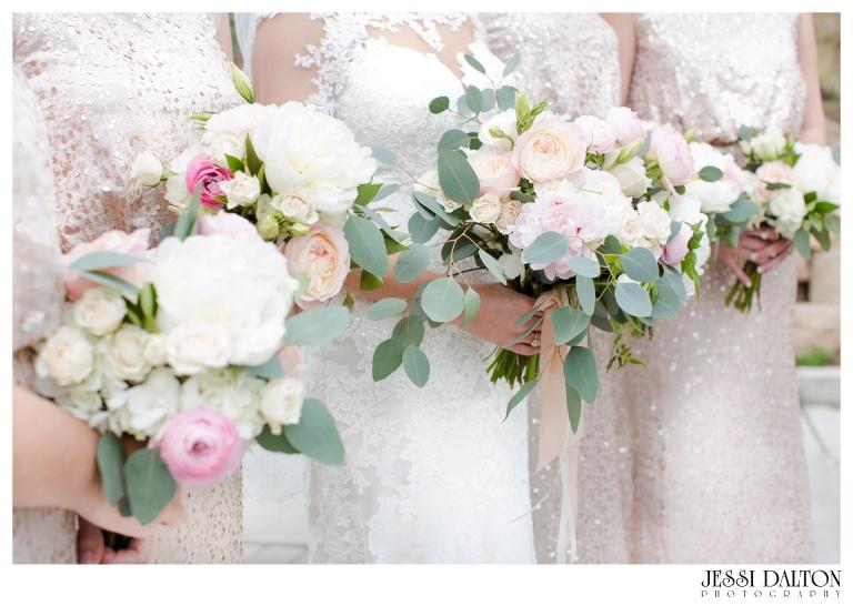 Jessi-Dalton-Photography-Della-Terra-Mountain-Chatuea-Lace-And-Lilies-Colorado-Mountain-Wedding_0022