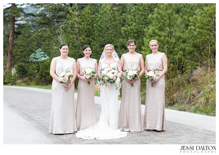 Jessi-Dalton-Photography-Della-Terra-Mountain-Chatuea-Lace-And-Lilies-Colorado-Mountain-Wedding_0023