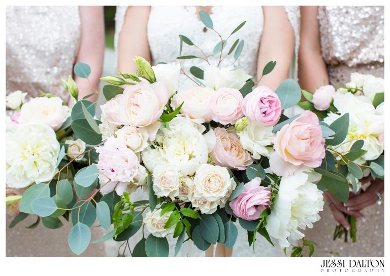 Jessi-Dalton-Photography-Della-Terra-Mountain-Chatuea-Lace-And-Lilies-Colorado-Mountain-Wedding_0025