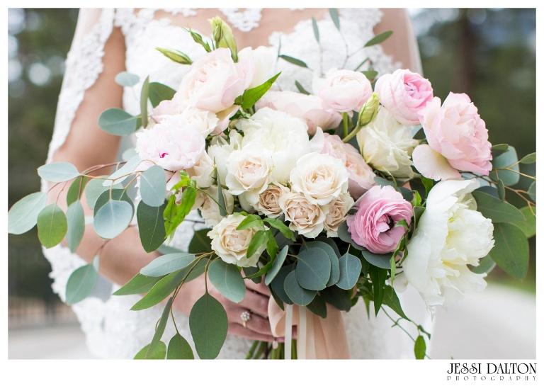 Jessi-Dalton-Photography-Della-Terra-Mountain-Chatuea-Lace-And-Lilies-Colorado-Mountain-Wedding_0030