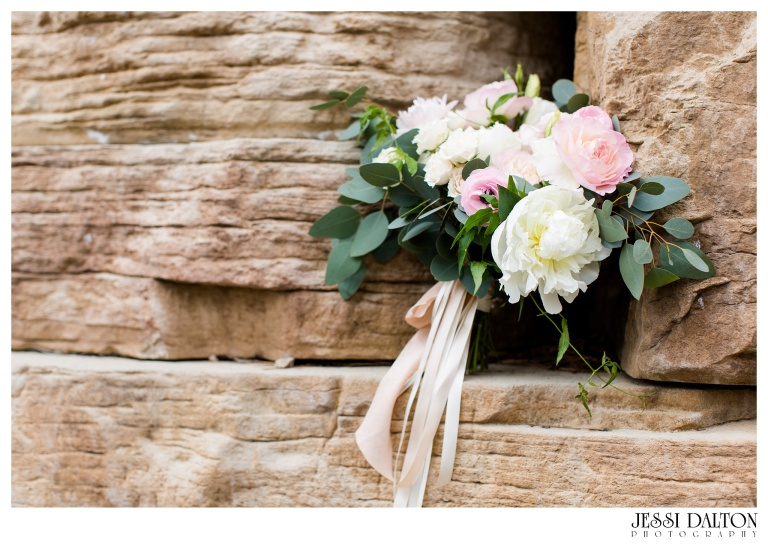 Jessi-Dalton-Photography-Della-Terra-Mountain-Chatuea-Lace-And-Lilies-Colorado-Mountain-Wedding_0034