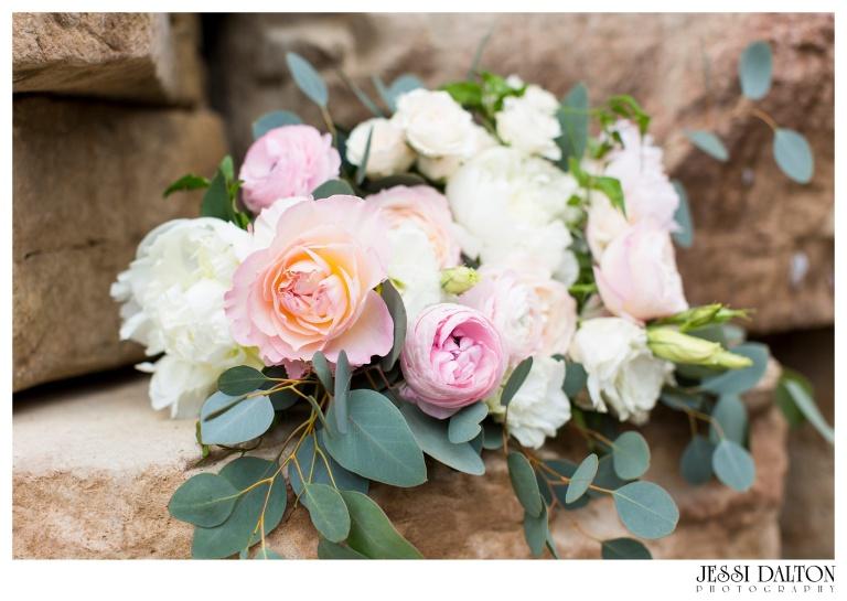 Jessi-Dalton-Photography-Della-Terra-Mountain-Chatuea-Lace-And-Lilies-Colorado-Mountain-Wedding_0036