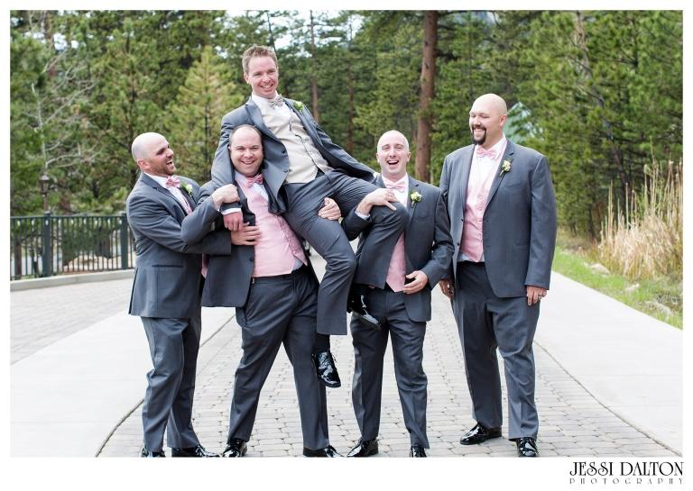 Jessi-Dalton-Photography-Della-Terra-Mountain-Chatuea-Lace-And-Lilies-Colorado-Mountain-Wedding_0038