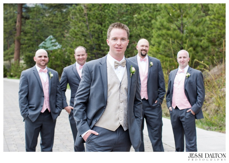 Jessi-Dalton-Photography-Della-Terra-Mountain-Chatuea-Lace-And-Lilies-Colorado-Mountain-Wedding_0039