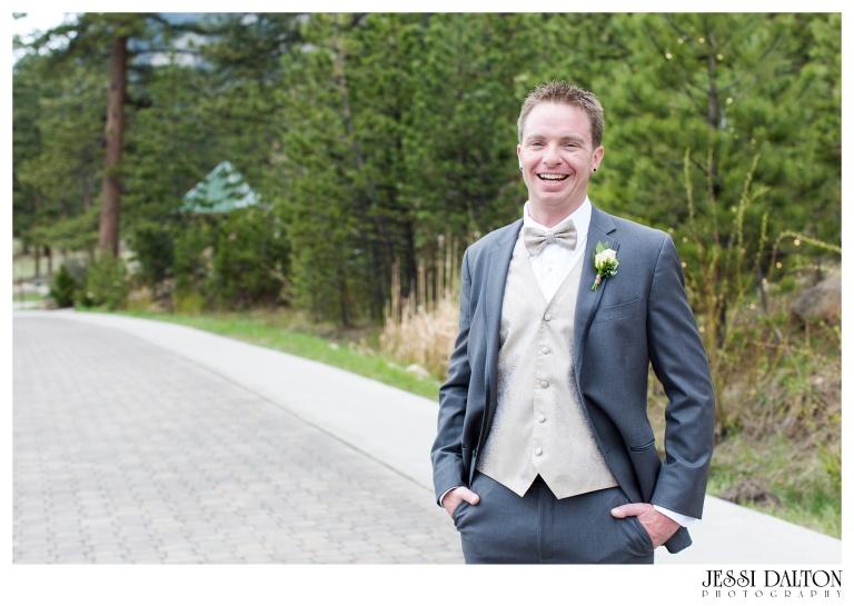 Jessi-Dalton-Photography-Della-Terra-Mountain-Chatuea-Lace-And-Lilies-Colorado-Mountain-Wedding_0041
