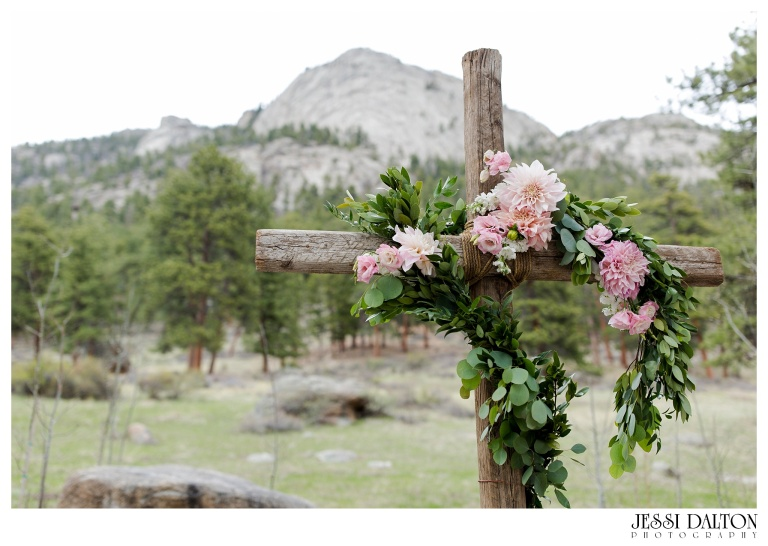 Jessi-Dalton-Photography-Della-Terra-Mountain-Chatuea-Lace-And-Lilies-Colorado-Mountain-Wedding_0046
