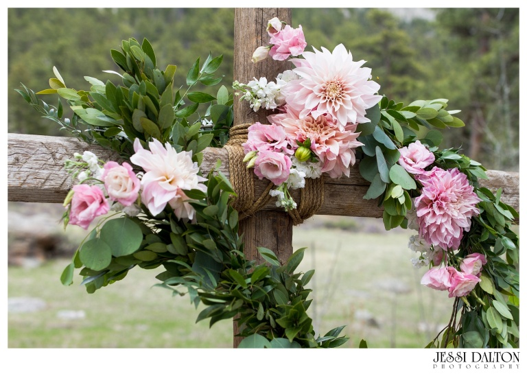 Jessi-Dalton-Photography-Della-Terra-Mountain-Chatuea-Lace-And-Lilies-Colorado-Mountain-Wedding_0047