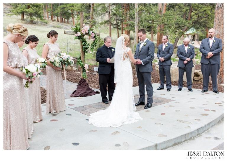 Jessi-Dalton-Photography-Della-Terra-Mountain-Chatuea-Lace-And-Lilies-Colorado-Mountain-Wedding_0053