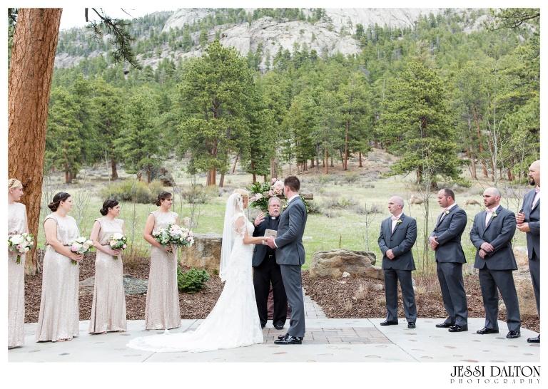 Jessi-Dalton-Photography-Della-Terra-Mountain-Chatuea-Lace-And-Lilies-Colorado-Mountain-Wedding_0054
