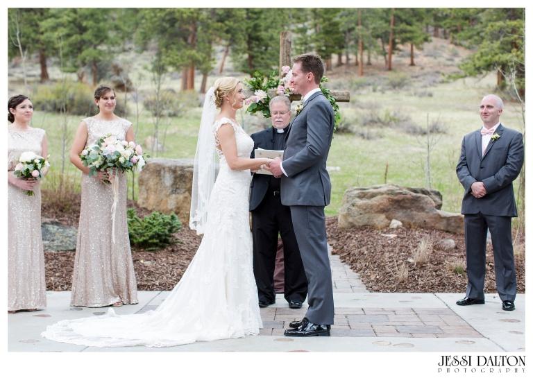 Jessi-Dalton-Photography-Della-Terra-Mountain-Chatuea-Lace-And-Lilies-Colorado-Mountain-Wedding_0055