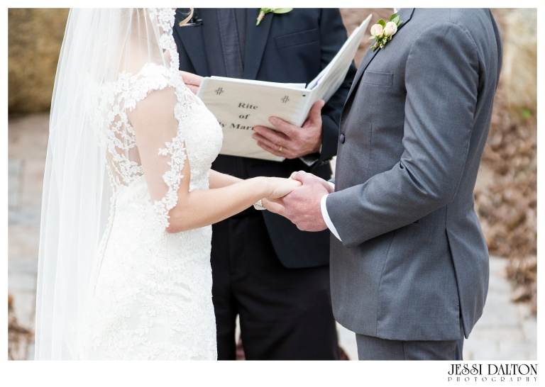 Jessi-Dalton-Photography-Della-Terra-Mountain-Chatuea-Lace-And-Lilies-Colorado-Mountain-Wedding_0057