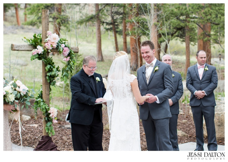 Jessi-Dalton-Photography-Della-Terra-Mountain-Chatuea-Lace-And-Lilies-Colorado-Mountain-Wedding_0058