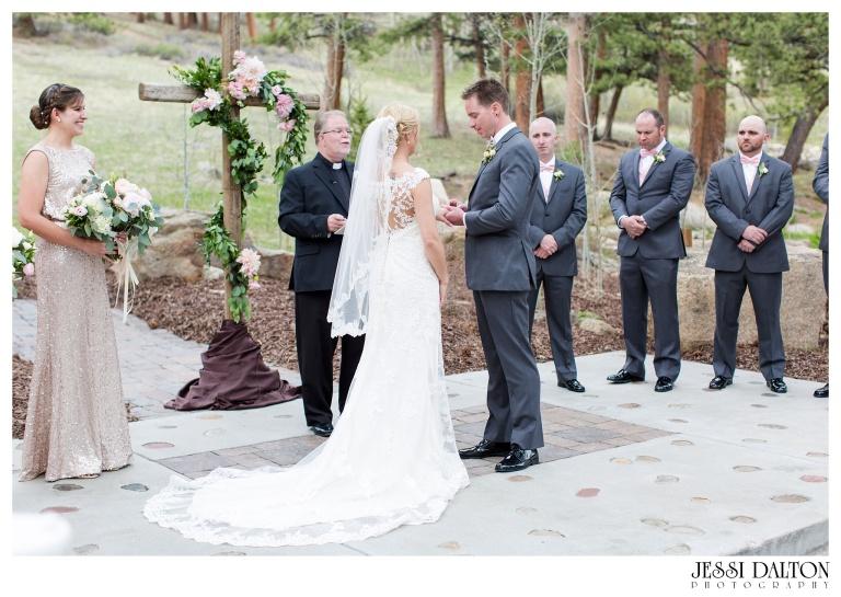 Jessi-Dalton-Photography-Della-Terra-Mountain-Chatuea-Lace-And-Lilies-Colorado-Mountain-Wedding_0059