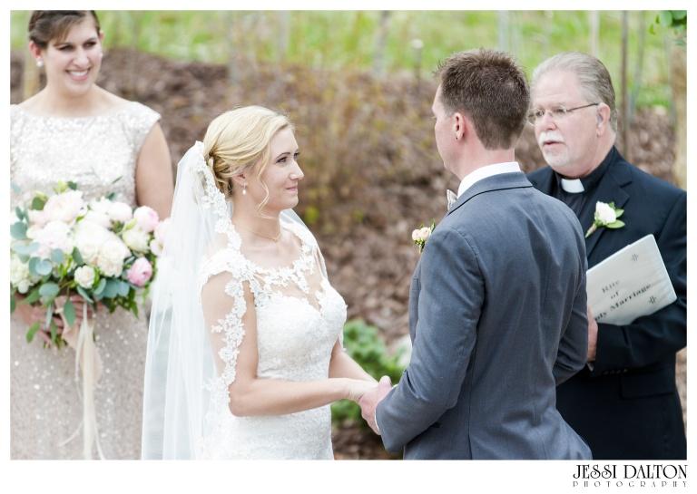 Jessi-Dalton-Photography-Della-Terra-Mountain-Chatuea-Lace-And-Lilies-Colorado-Mountain-Wedding_0061