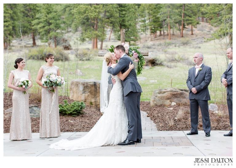 Jessi-Dalton-Photography-Della-Terra-Mountain-Chatuea-Lace-And-Lilies-Colorado-Mountain-Wedding_0063