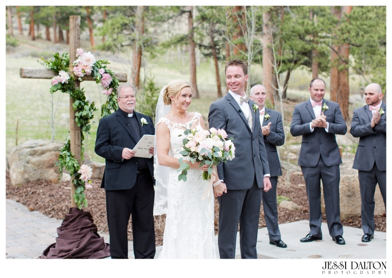 Jessi-Dalton-Photography-Della-Terra-Mountain-Chatuea-Lace-And-Lilies-Colorado-Mountain-Wedding_0064