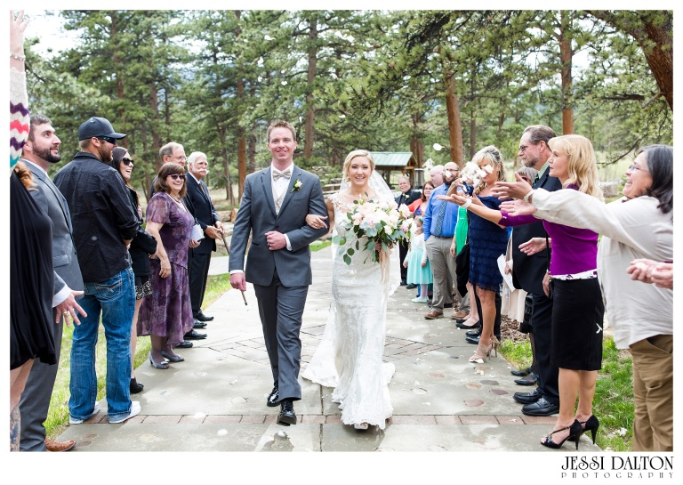 Jessi-Dalton-Photography-Della-Terra-Mountain-Chatuea-Lace-And-Lilies-Colorado-Mountain-Wedding_0066