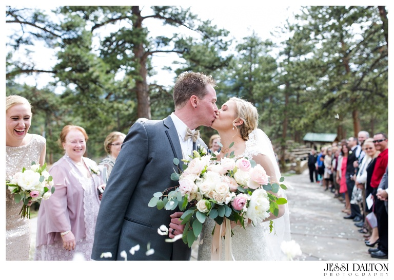 Jessi-Dalton-Photography-Della-Terra-Mountain-Chatuea-Lace-And-Lilies-Colorado-Mountain-Wedding_0068