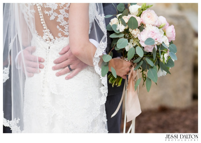 Jessi-Dalton-Photography-Della-Terra-Mountain-Chatuea-Lace-And-Lilies-Colorado-Mountain-Wedding_0071