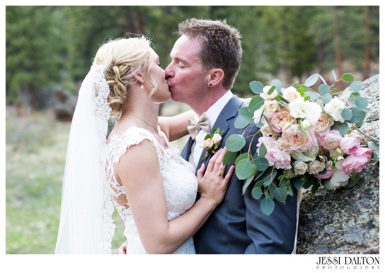 Jessi-Dalton-Photography-Della-Terra-Mountain-Chatuea-Lace-And-Lilies-Colorado-Mountain-Wedding_0076