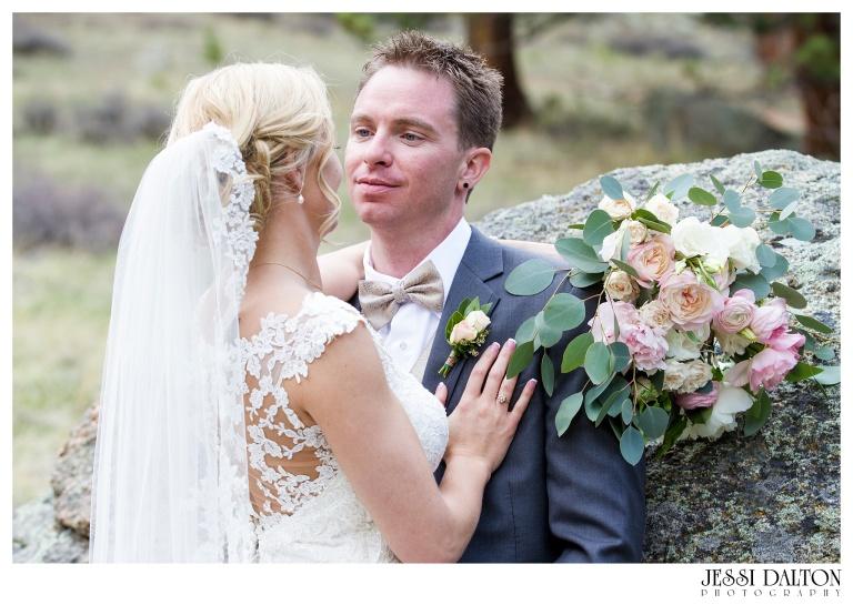Jessi-Dalton-Photography-Della-Terra-Mountain-Chatuea-Lace-And-Lilies-Colorado-Mountain-Wedding_0077