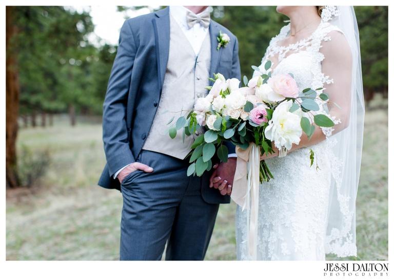 Jessi-Dalton-Photography-Della-Terra-Mountain-Chatuea-Lace-And-Lilies-Colorado-Mountain-Wedding_0079
