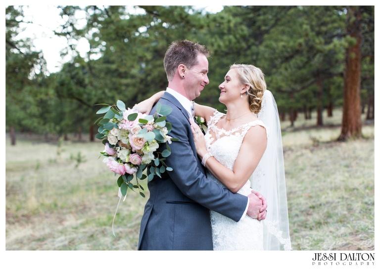 Jessi-Dalton-Photography-Della-Terra-Mountain-Chatuea-Lace-And-Lilies-Colorado-Mountain-Wedding_0080