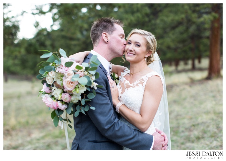 Jessi-Dalton-Photography-Della-Terra-Mountain-Chatuea-Lace-And-Lilies-Colorado-Mountain-Wedding_0081
