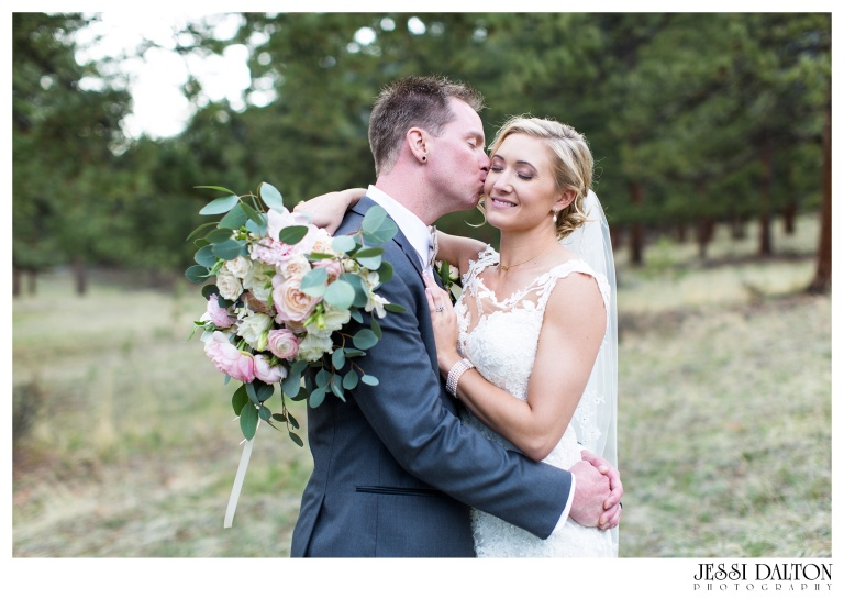 Jessi-Dalton-Photography-Della-Terra-Mountain-Chatuea-Lace-And-Lilies-Colorado-Mountain-Wedding_0082
