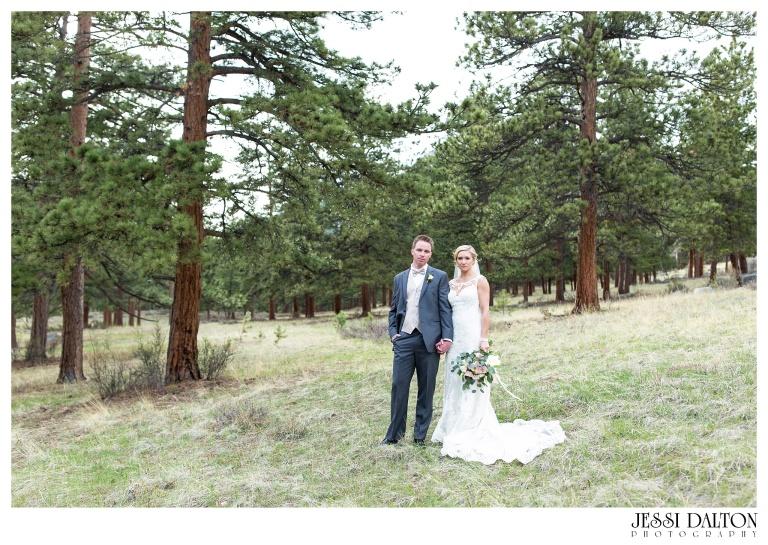 Jessi-Dalton-Photography-Della-Terra-Mountain-Chatuea-Lace-And-Lilies-Colorado-Mountain-Wedding_0084