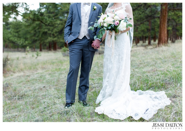 Jessi-Dalton-Photography-Della-Terra-Mountain-Chatuea-Lace-And-Lilies-Colorado-Mountain-Wedding_0085