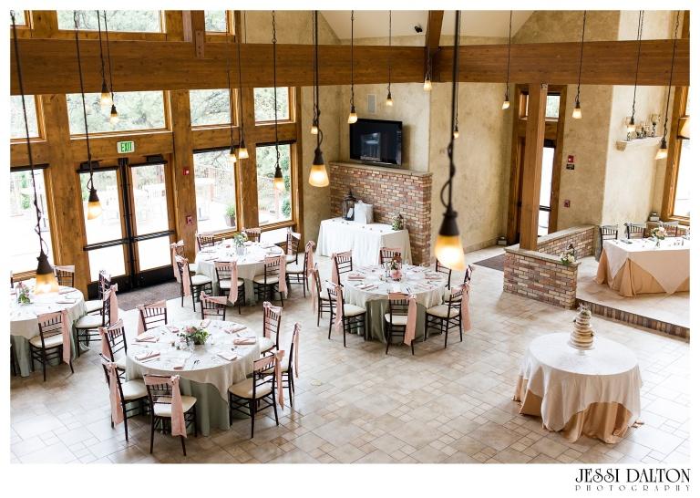 Jessi-Dalton-Photography-Della-Terra-Mountain-Chatuea-Lace-And-Lilies-Colorado-Mountain-Wedding_0092