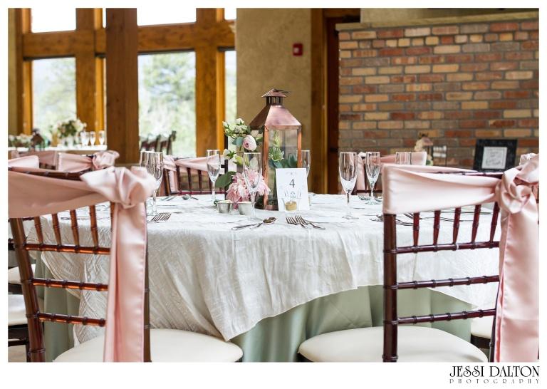 Jessi-Dalton-Photography-Della-Terra-Mountain-Chatuea-Lace-And-Lilies-Colorado-Mountain-Wedding_0095