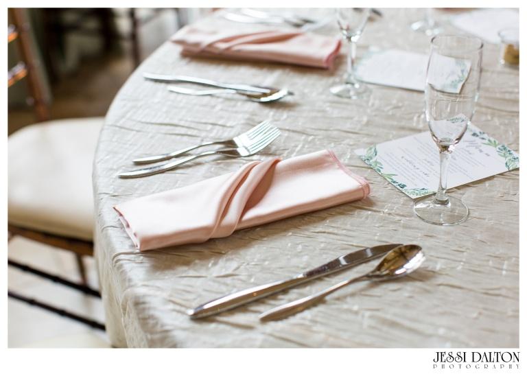 Jessi-Dalton-Photography-Della-Terra-Mountain-Chatuea-Lace-And-Lilies-Colorado-Mountain-Wedding_0101