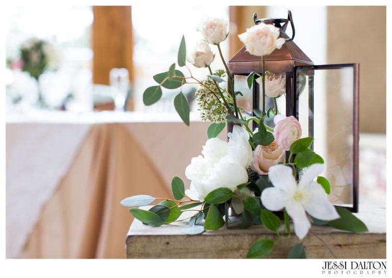 Jessi-Dalton-Photography-Della-Terra-Mountain-Chatuea-Lace-And-Lilies-Colorado-Mountain-Wedding_0102