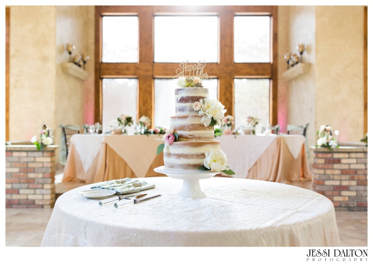 Jessi-Dalton-Photography-Della-Terra-Mountain-Chatuea-Lace-And-Lilies-Colorado-Mountain-Wedding_0110