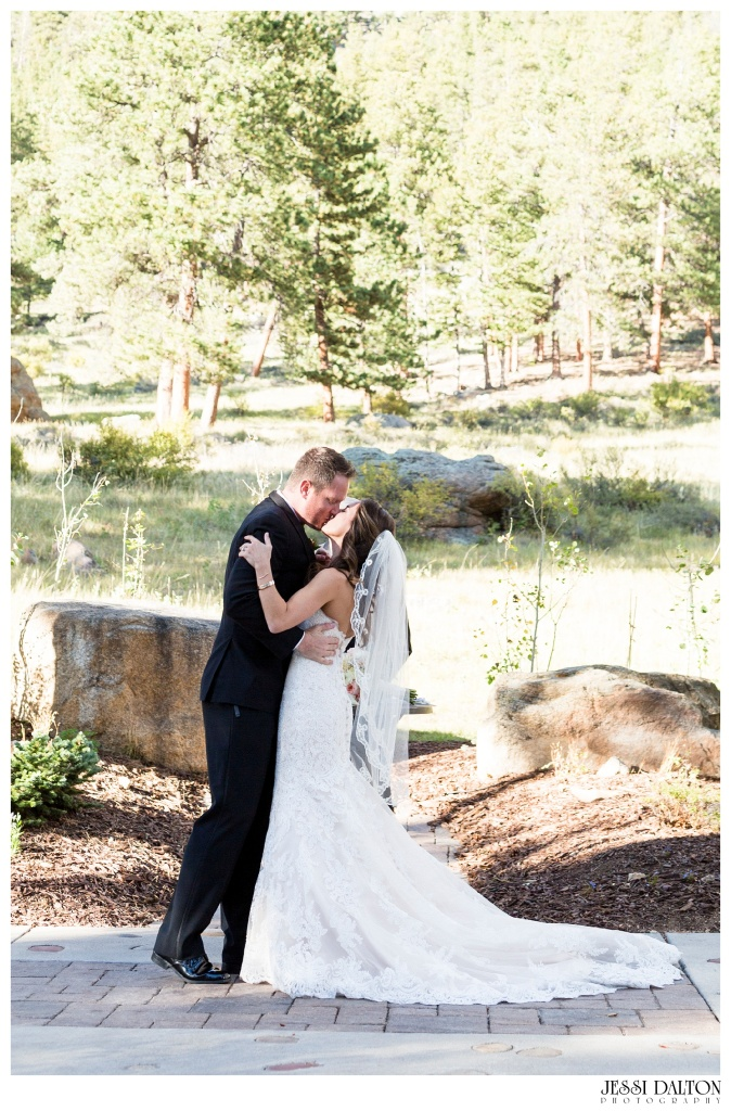 jessi-dalton-photography-colorado-wedding-photographer-della-terra-mountain-chateau-natalieryan_0021
