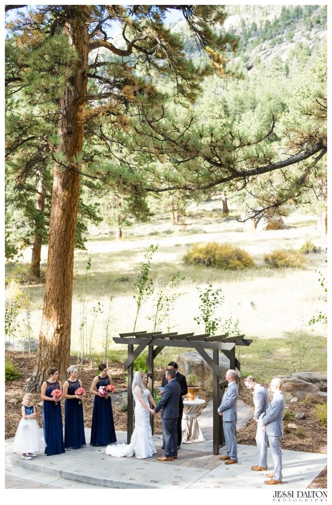 jessi-dalton-photography-mountain-wedding-colorado-wedding-photographer-della-terra-mountain-chateau-allyerik_0028
