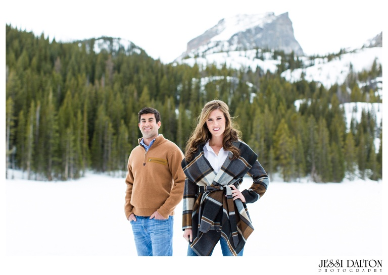 jessi-and-zach-photography-colorado-nevada-wedding-photographers-mountain-engagement-photos-rocky-mountain-national-park_01