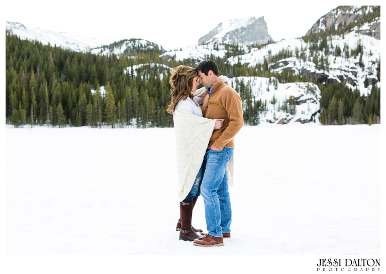 jessi-and-zach-photography-colorado-nevada-wedding-photographers-mountain-engagement-photos-rocky-mountain-national-park_03