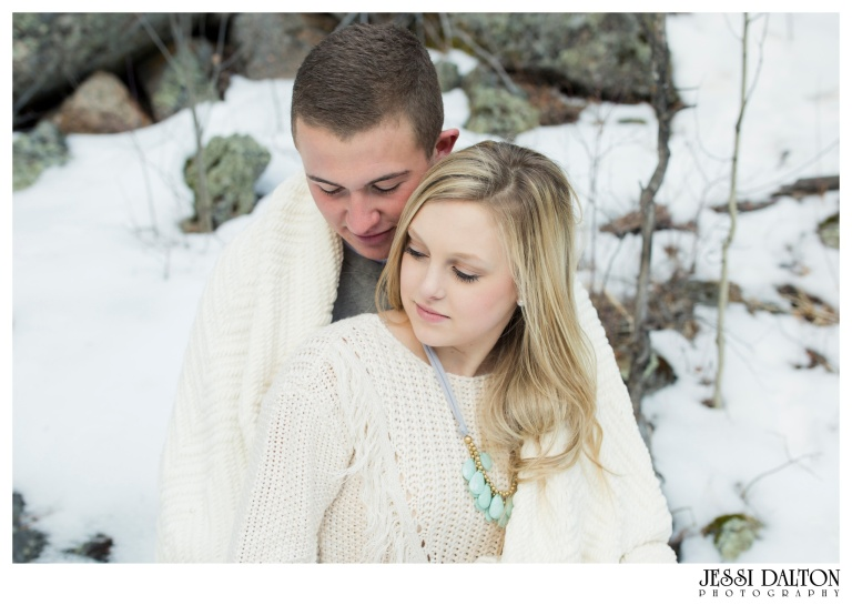 jessi-and-zach-photography-colorado-nevada-wedding-photographers-mountain-engagement-photos-rocky-mountain-national-park_10