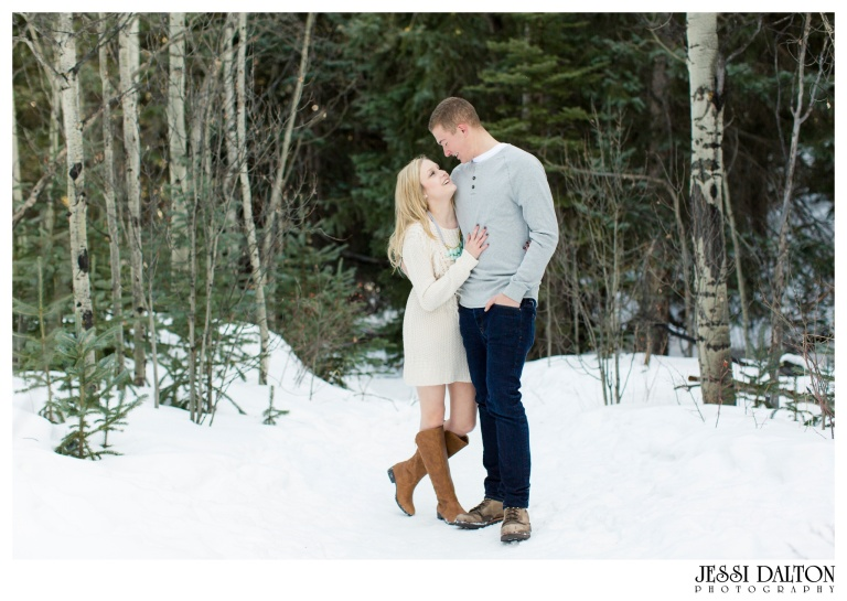 jessi-and-zach-photography-colorado-nevada-wedding-photographers-mountain-engagement-photos-rocky-mountain-national-park_11