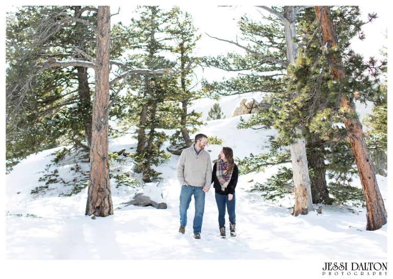 jessi-and-zach-photography-colorado-nevada-wedding-photographers-mountain-engagement-photos-rocky-mountain-national-park_17